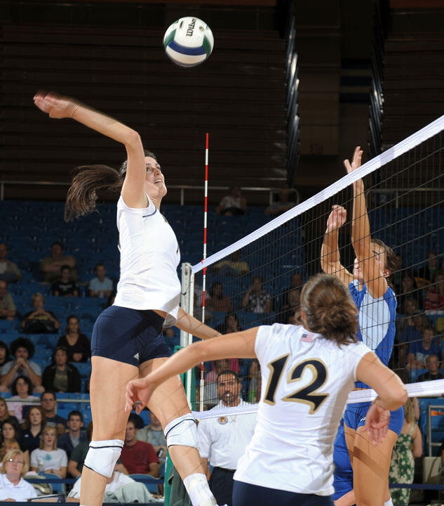 Sophomore Kellie Sciacca had nine kills and a pair of blocks in Friday's 3-0 win over IPFW.