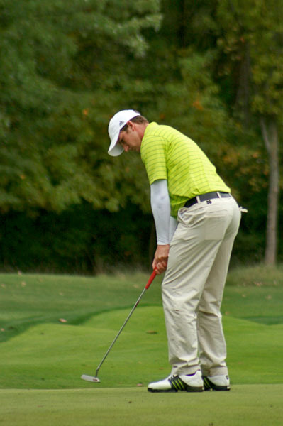 Josh Sandman hits a putt at the 2009 Fighting Irish Gridiron Golf Classic.