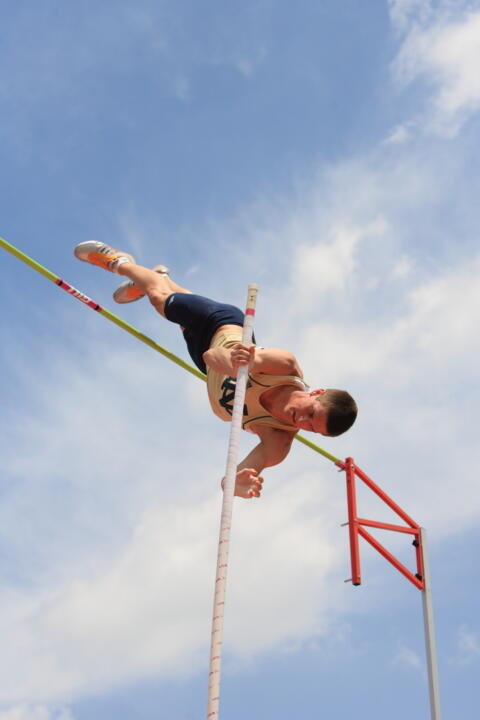 Kevin Schipper won the men's pole vault at the Cardinal Twilight.