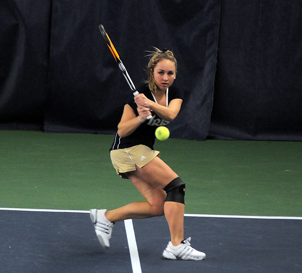 Senior Cosmina Ciobanu clinched the win for the Irish with a victory at No. 4 singles.