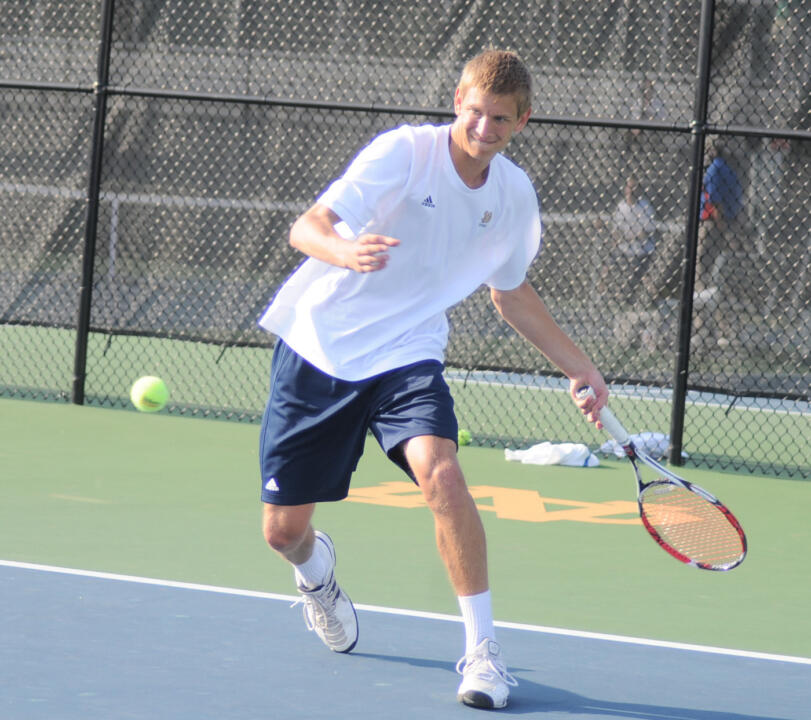 Samuel Keeton kept Notre Dame's comeback hopes alive with a win at No. 4 singles.
