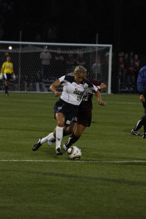 Freshman forward Adriana Leon scored her second goal of the season in the 23rd minute to lift Notre Dame to a 1-0 win at Villanova on Friday afternoon.