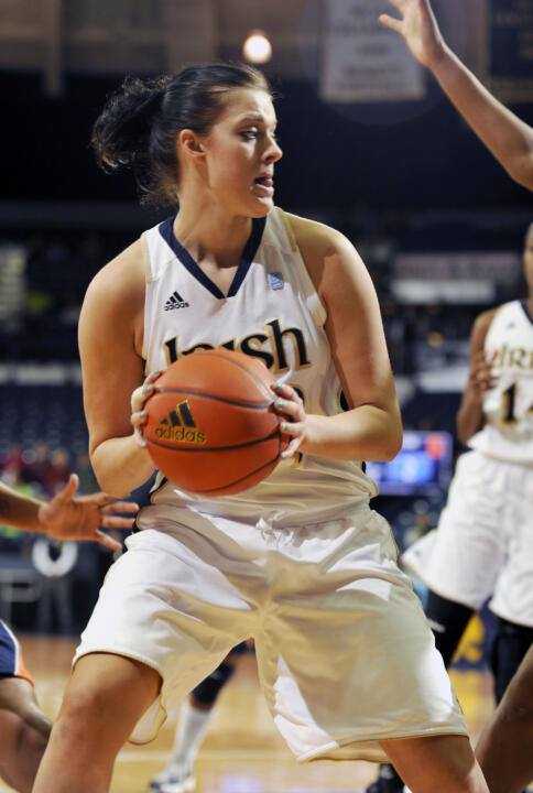 Notre Dame forward Becca Bruszewski drives the lane against Syracuse.