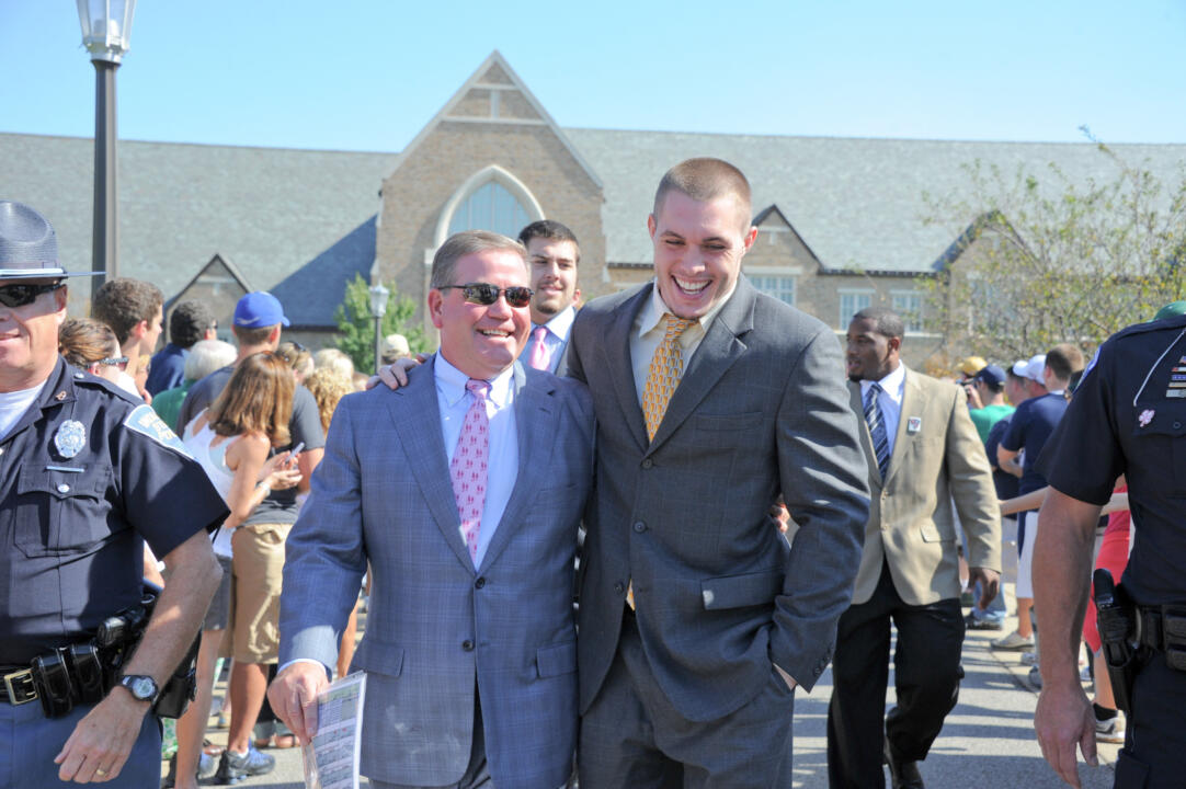 Notre Dame head coach Brian Kelly and team captain Harrison Smith will make appearances at the 2011 Football Award Show this evening on und.com.