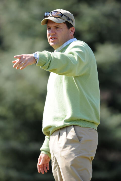 Jim Kubinski signs 3-year contract extension as head coach of the Notre Dame men's golf team.
