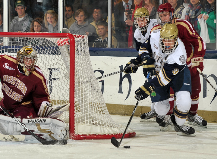 Anders Lee (9) set up a pair of Notre Dame goals in the 6-3 loss at Alaska.