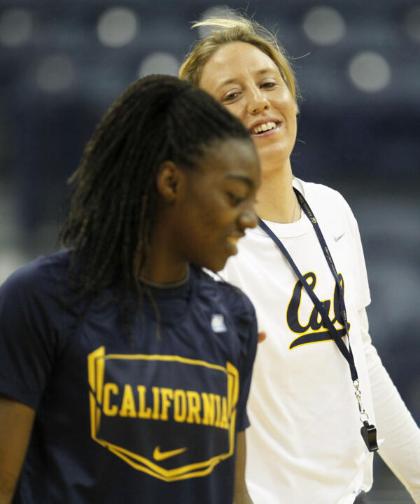 California head coach Lindsay Gottlieb and guard Eliza Pierre in Saturday's practice
