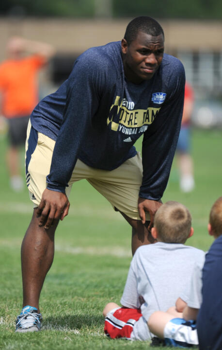 Former outside linebacker Darius Fleming (08-10) gives youngsters insight