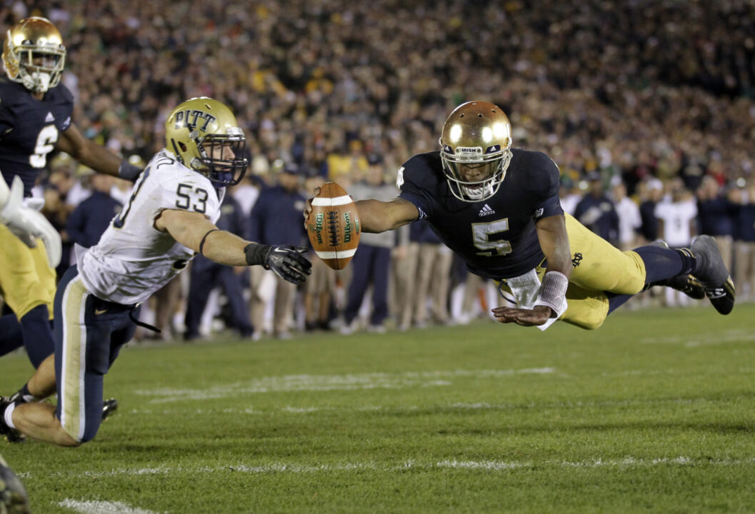 Everett Golson dives for a two-point conversion to tie the game. (AP Photo/Michael Conroy)