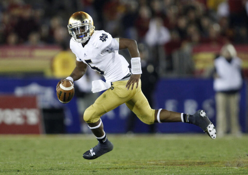Everett Golson threw for 217 yards and improved to 10-0 as a starter.