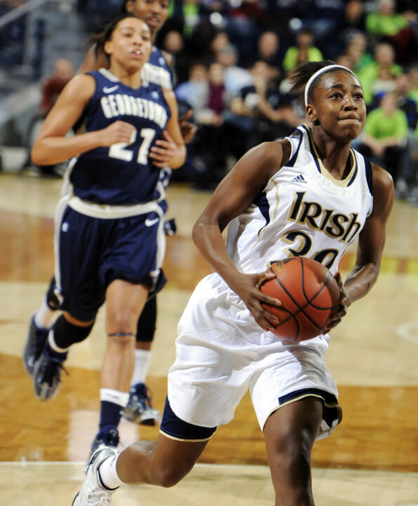Jewell Loyd drives the lane.