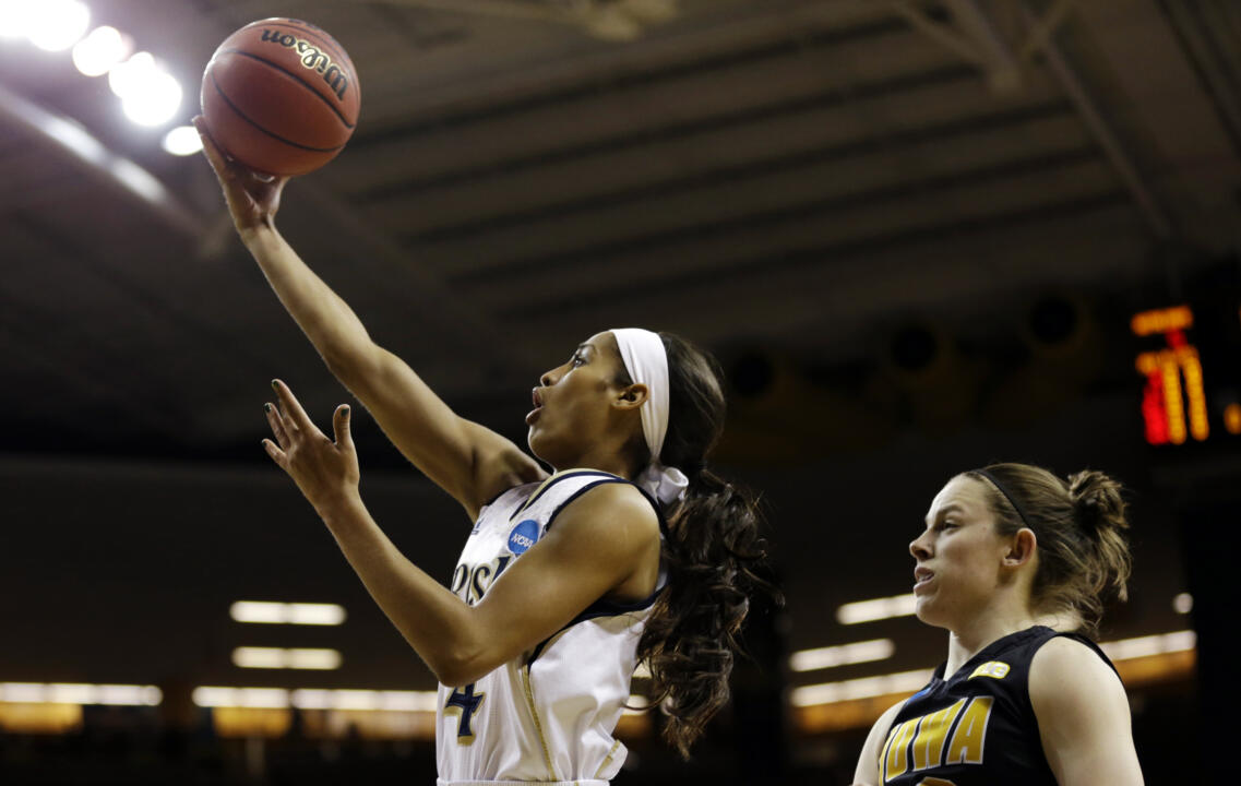 Skylar Diggins drives to the basket for a layup.