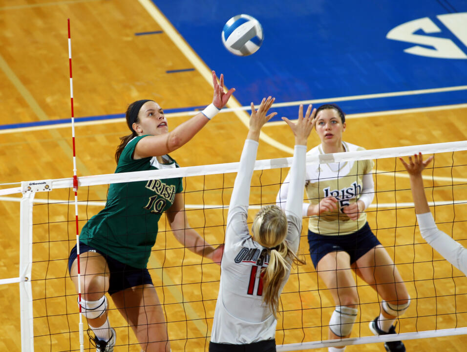 Junior Jeni Houser had team highs in kills (11), service aces (3) and blocks (5).