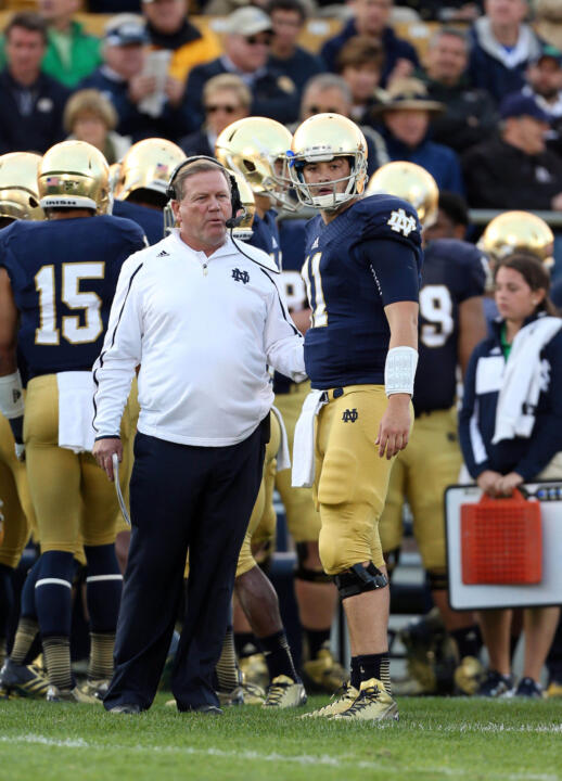 Brian Kelly talks to quarterback Tommy Rees.