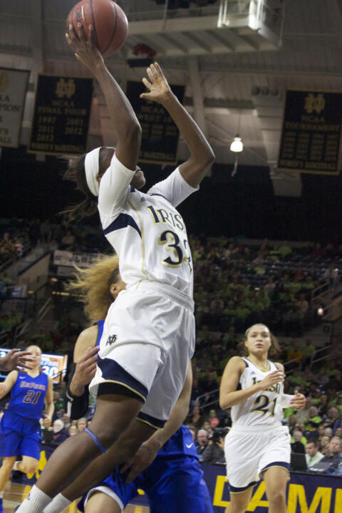 Jewell Loyd goes up for a layup.