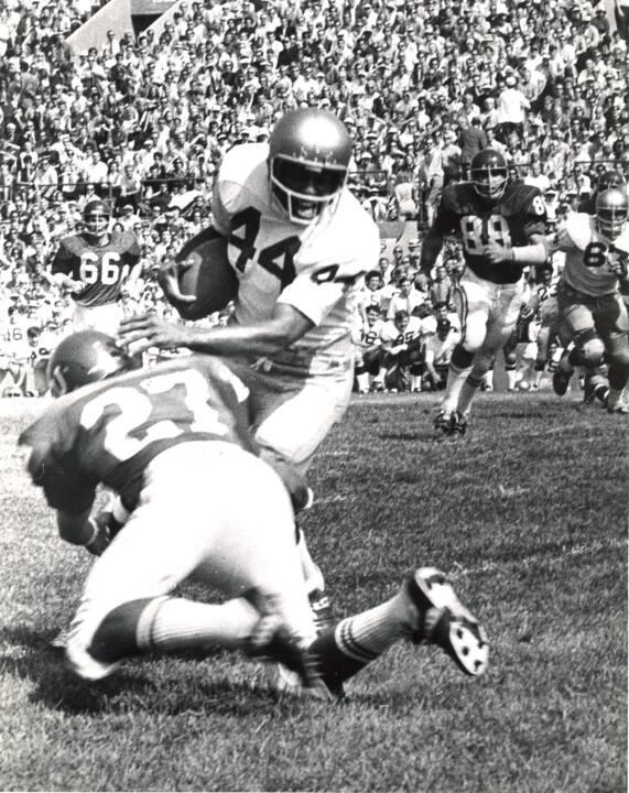 Thom Gatewood becomes the 45th former Notre Dame player to join the College Football Hall of Fame.