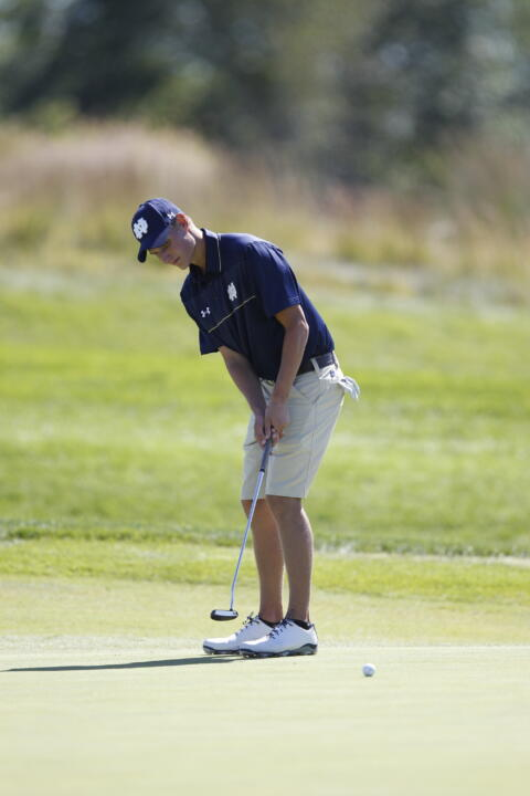 Sophomore Blake Barens established a career-best round with a one-under-par 71 on Tuesday at the Lamkin San Diego Classic