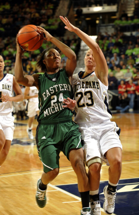 No. 5 Notre Dame Tops Eastern Michigan (AP)