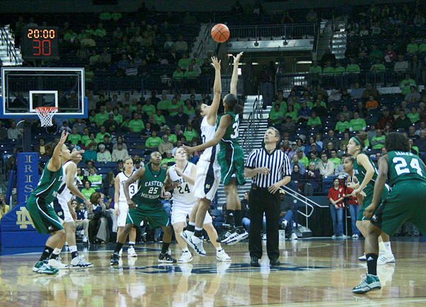 No. 5 Notre Dame Tops Eastern Michigan