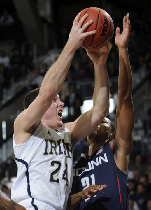 #17/16 Irish Fall To Huskies, 65-58 (AP)